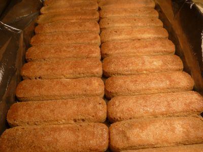 Tiramisu - warstwa biszkoptów moczonych w kawie