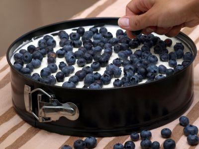 Ciasto z owocami - warstwa borówek