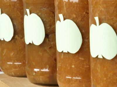 Słoiki ze smażonymi jabłkami