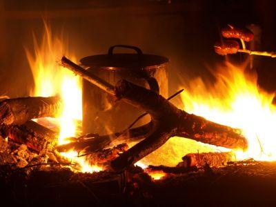 Kociołek w ognisku