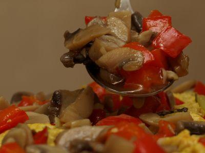 Warstwa pieczarek z papryką