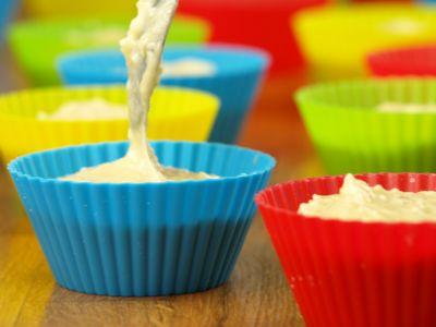 Muffiny w kolorowych foremkach silikonowych