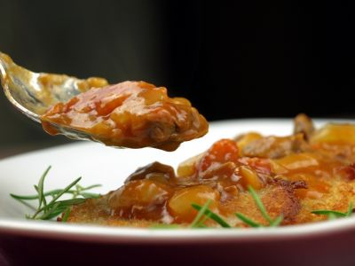 Placki ziemniaczane z sosem