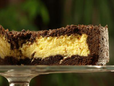 Sernik na kruchym czekoladowym spodzie