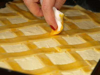 Natłuszczanie ciasta żółtkiem