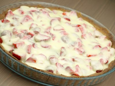 Tarta truskawkowa z białą czekoladą