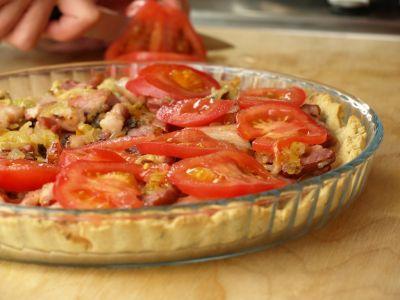 Tarta ze szparagami - warstwa pomidorów