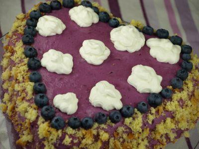 Tort borówkowy w kształcie serca