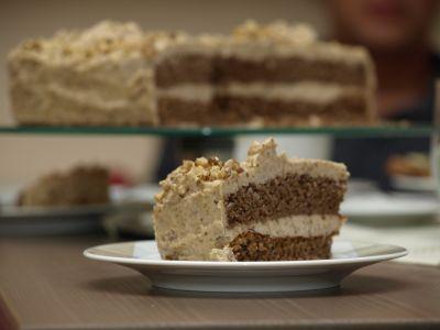 Kawałek torta orzechowego
